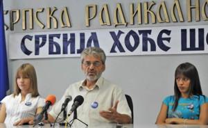Místopředseda SRS a náš host Zoran Krasić promlouvá na zasedání SRS